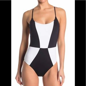 🌝MOSSIMO BLACK & WHITE ONE PIECE SWIMSUIT NWOT